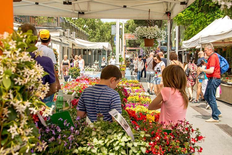mercati mercatini riccione frutta verdura abbigliamento pulci